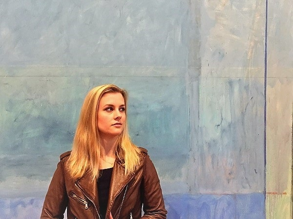 Madi in front of Richard Diebenkorn's 'Ocean Park #60' at the Anderson Collection at Stanford University